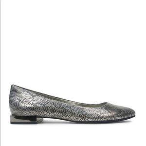 Tahari Ranma Snakeskin Embossed Leather Shoes